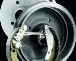 Тормозные барабаны и колодки ABS