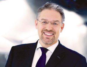 Йорг Бауэр, президент и генеральный директор Tungsram Group, бывший испол- нительный директор GE, обладающий более чем 20-летним опытом работы в многона- циональных компаниях